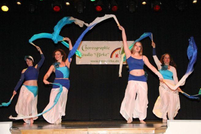 Tanz mit Fächerschleier