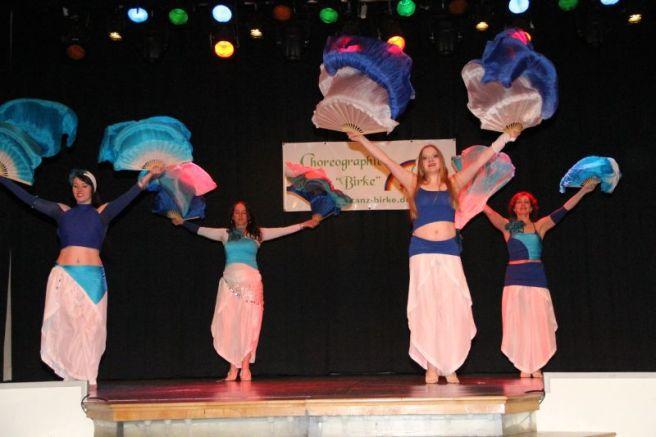 Moderner Orientalischer Tanz mit Fächerschleier