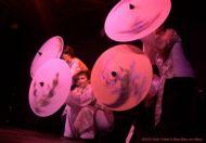 Premiere der Asia Fusion - Tanz mit Schirmen