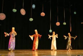 Russischer Tanz im russischen Haus